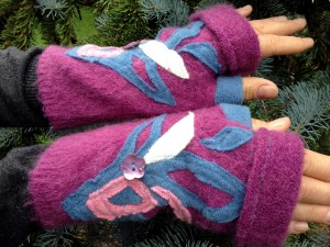 Wool Fingerless Gloves in Magenta